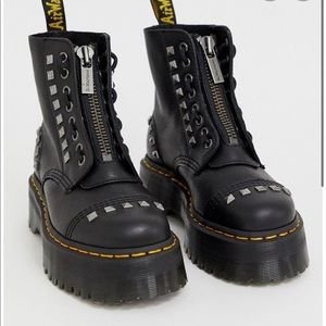 ISO Dr Martens Sinclair Studded UK 6